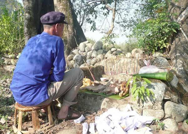 le-cung-than-tho-dia-cua-nguoi-khang