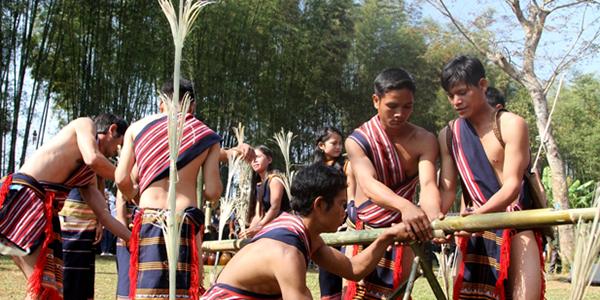 Lễ hội cúng máng nước của người Xơ -Teng